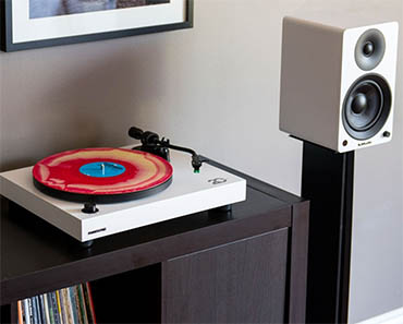 RT81 Turntable & Ai40 Powered Bookshelf Speakers